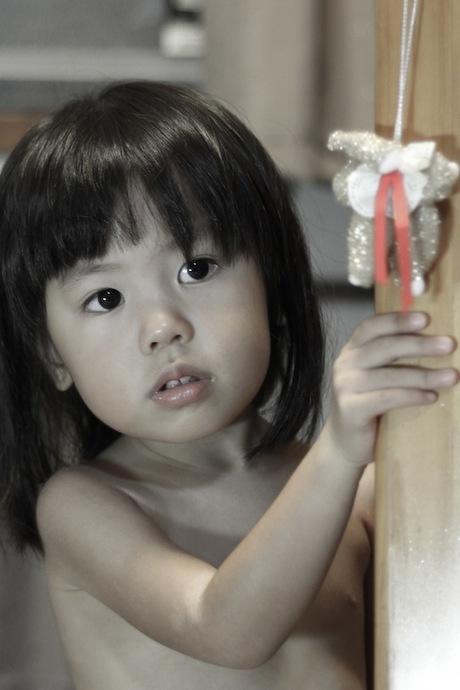 妖女。実は3歳に満たない幼女です。風呂上がりにふざけているショットです。