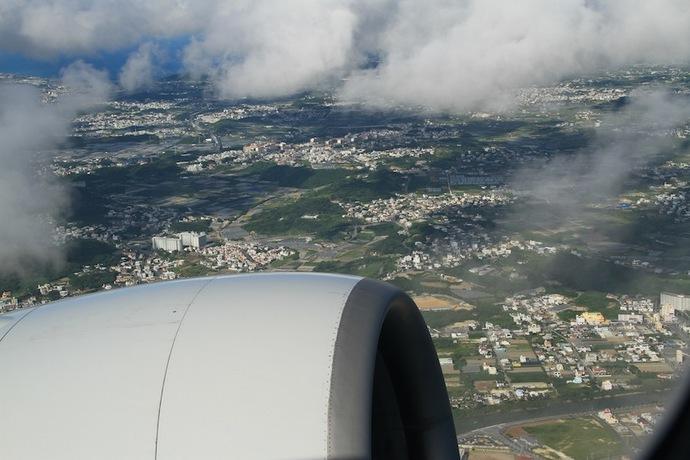 那覇空港離陸直後(電子機器使用禁止です)